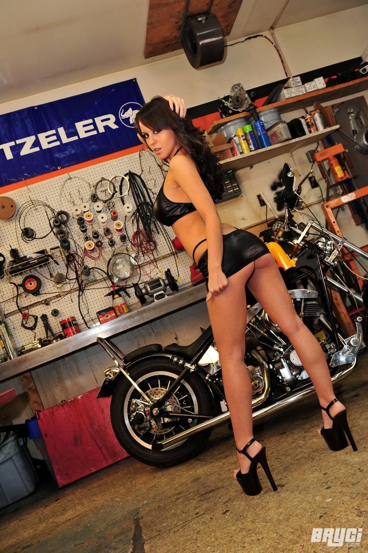 Bryci - девочка-байкер. Фото 1