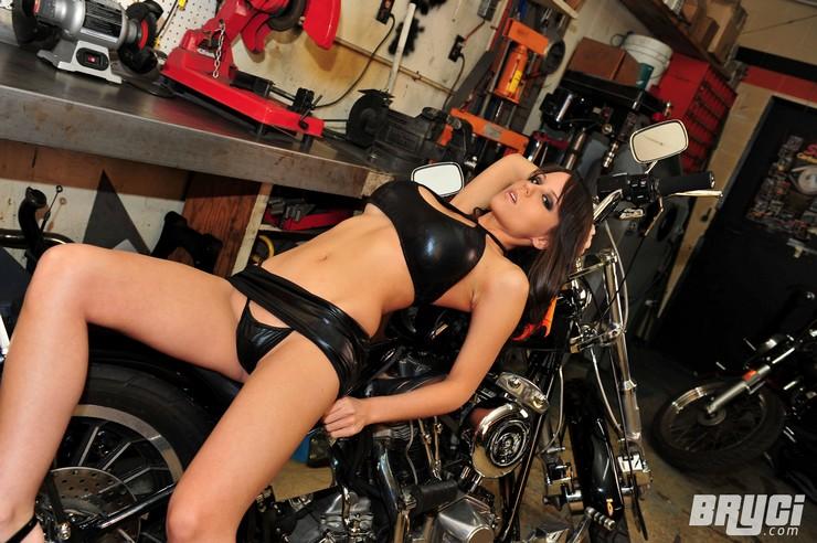 Bryci - девочка-байкер. Фото 4