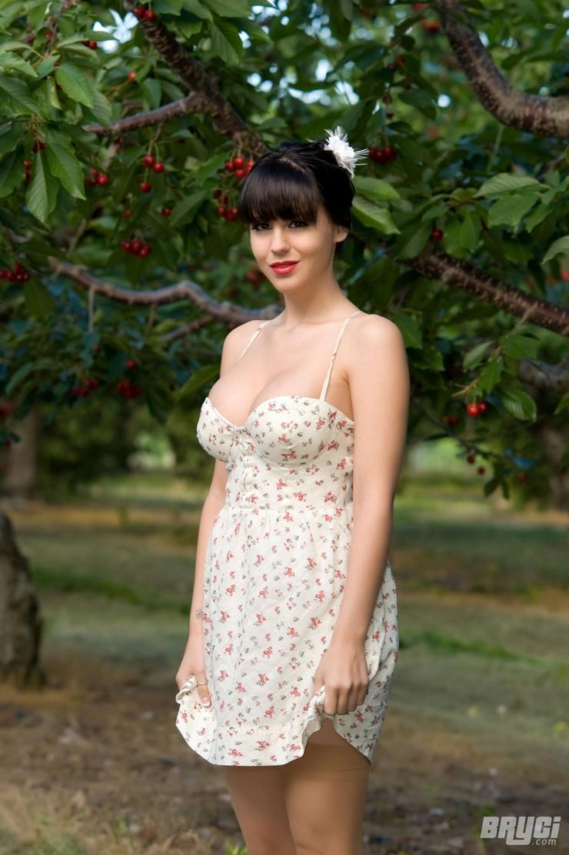 Брайси в вишневом саду. Фото 1